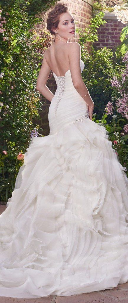 f7723a61e54 The Ultimate Guide to Wedding Gowns for Curvy Brides from Whitney of  CurveGenius - Try the