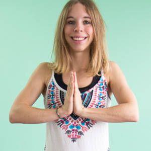 Petit portrait de moi, je suis Claudia, professeur de Yoga à Paris et blogueuse : http://www.yogapassion.fr