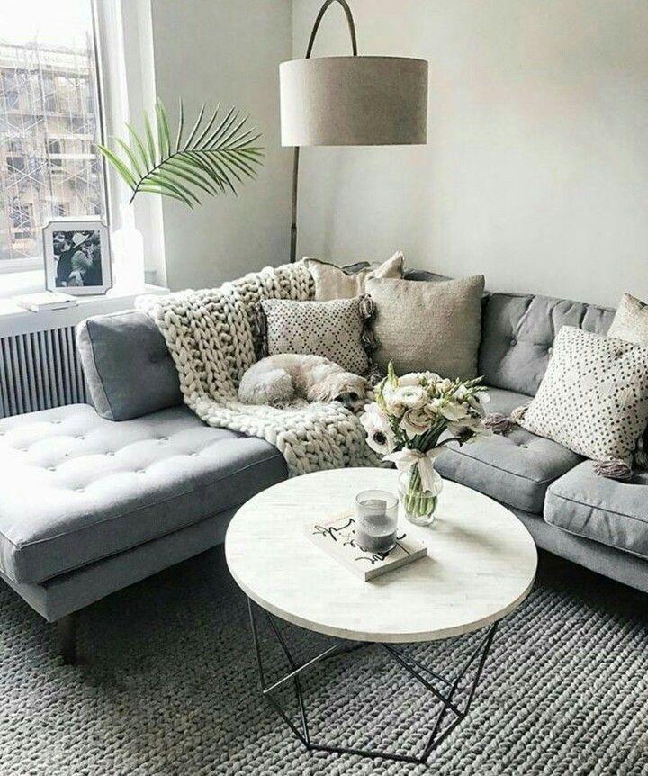Colors With The Grey Couch. Minimalistische WohnzimmerSkandinavische  WohnräumeElegantes WohnzimmerMinimalistisches HausKleine ...