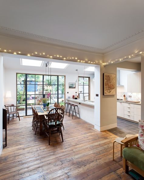 Eettafel in een woonkamer met open keuken | keukens | Pinterest ...
