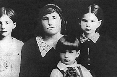 Elie Wiesel As A Child With His Mother And Sisters Elie Wiesel