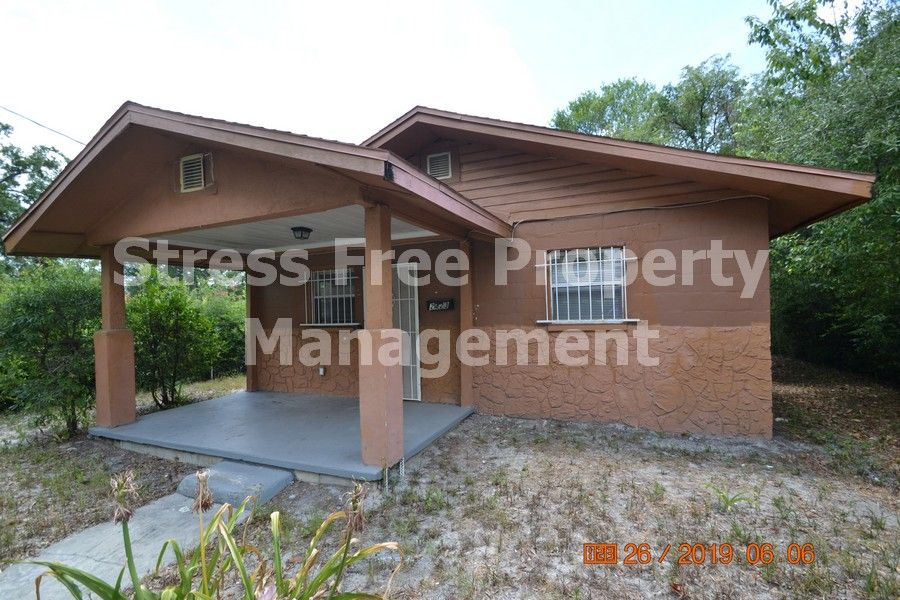 2 Bed/1 Bath Home in Tampa with 887 sqft. of living space