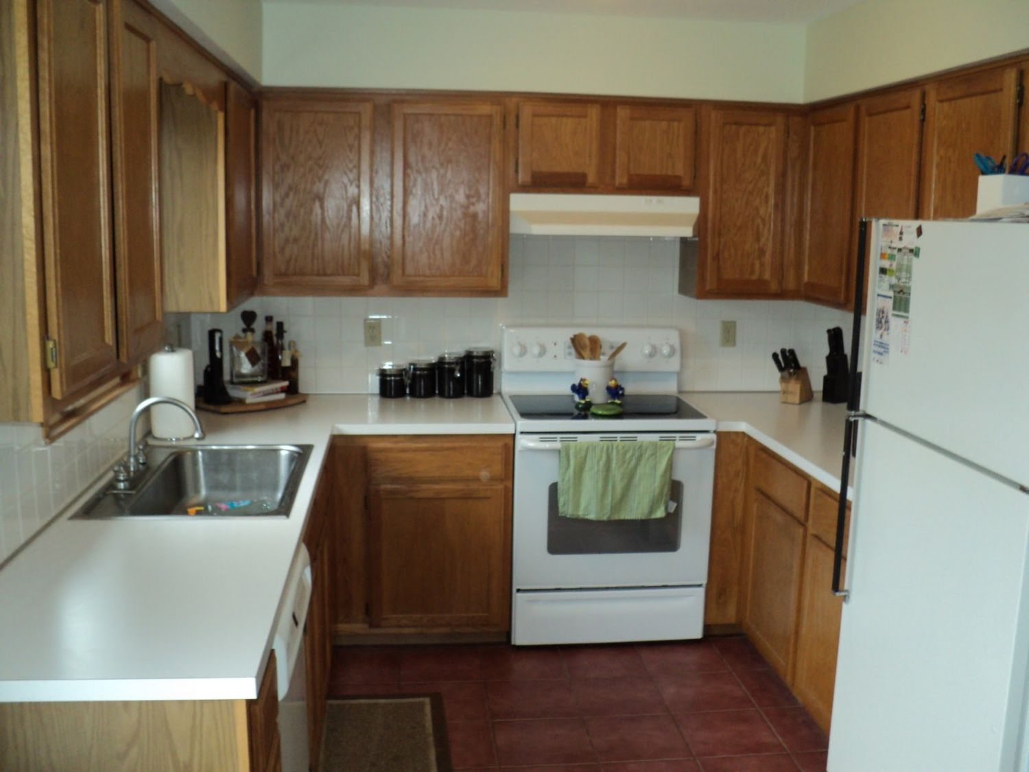 What Color Kitchen Cabinets Go With Black Appliances