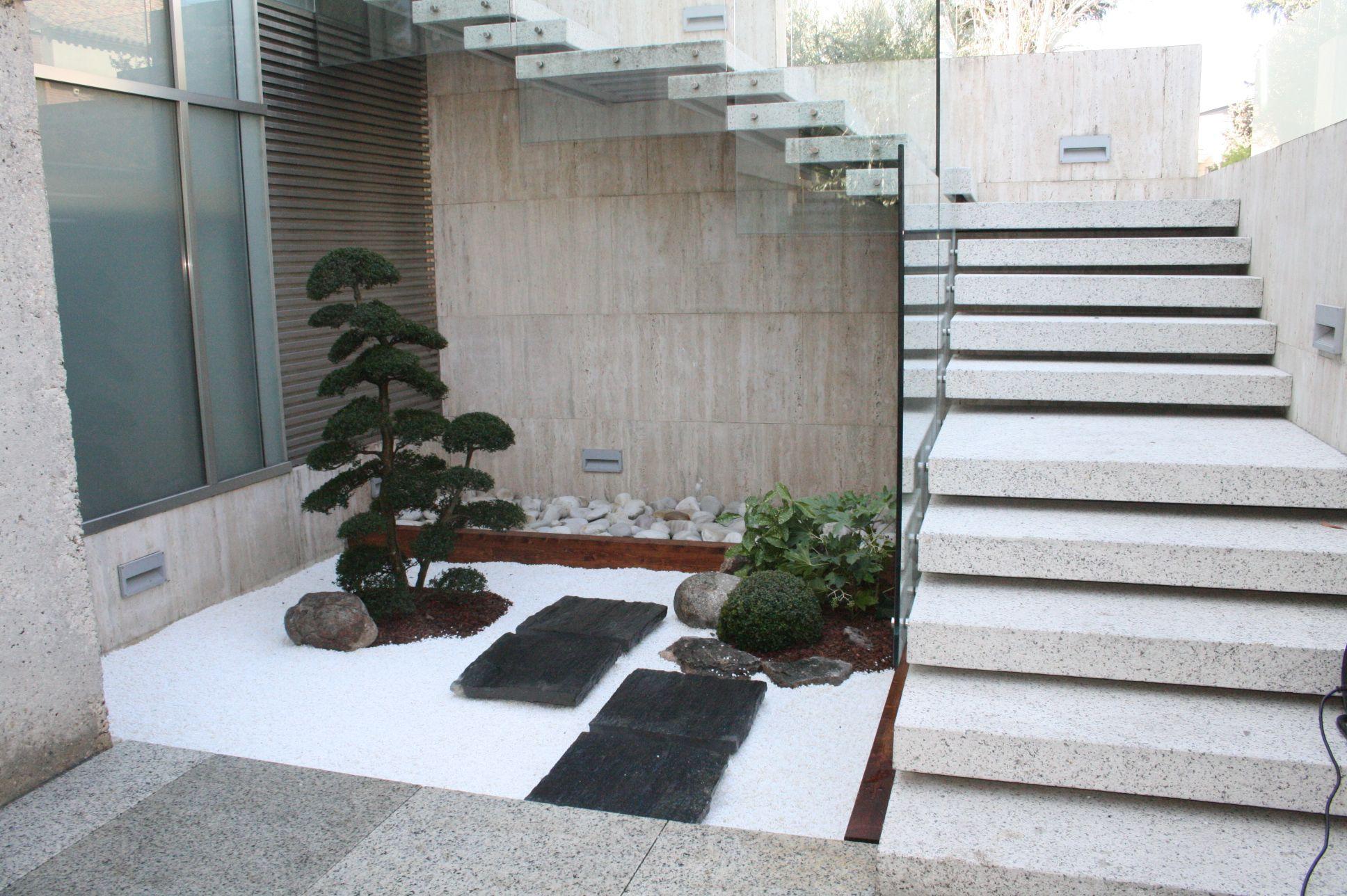 Jardin zen minimalista for Jardines minimalistas pequenos