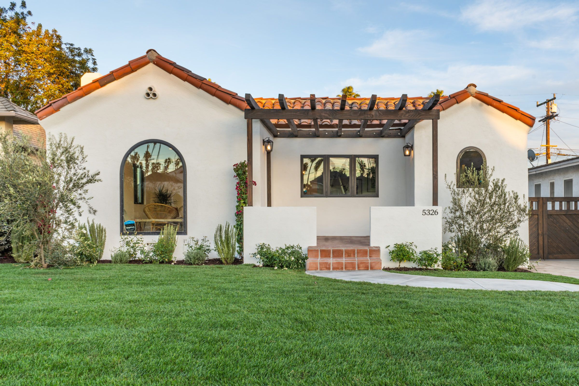 Picture Perfect 3bed 2bath Spanish Bungalow In Windsor Hills By Hello Homes In 2020 Spanish Bungalow Spanish Style Homes Spanish House