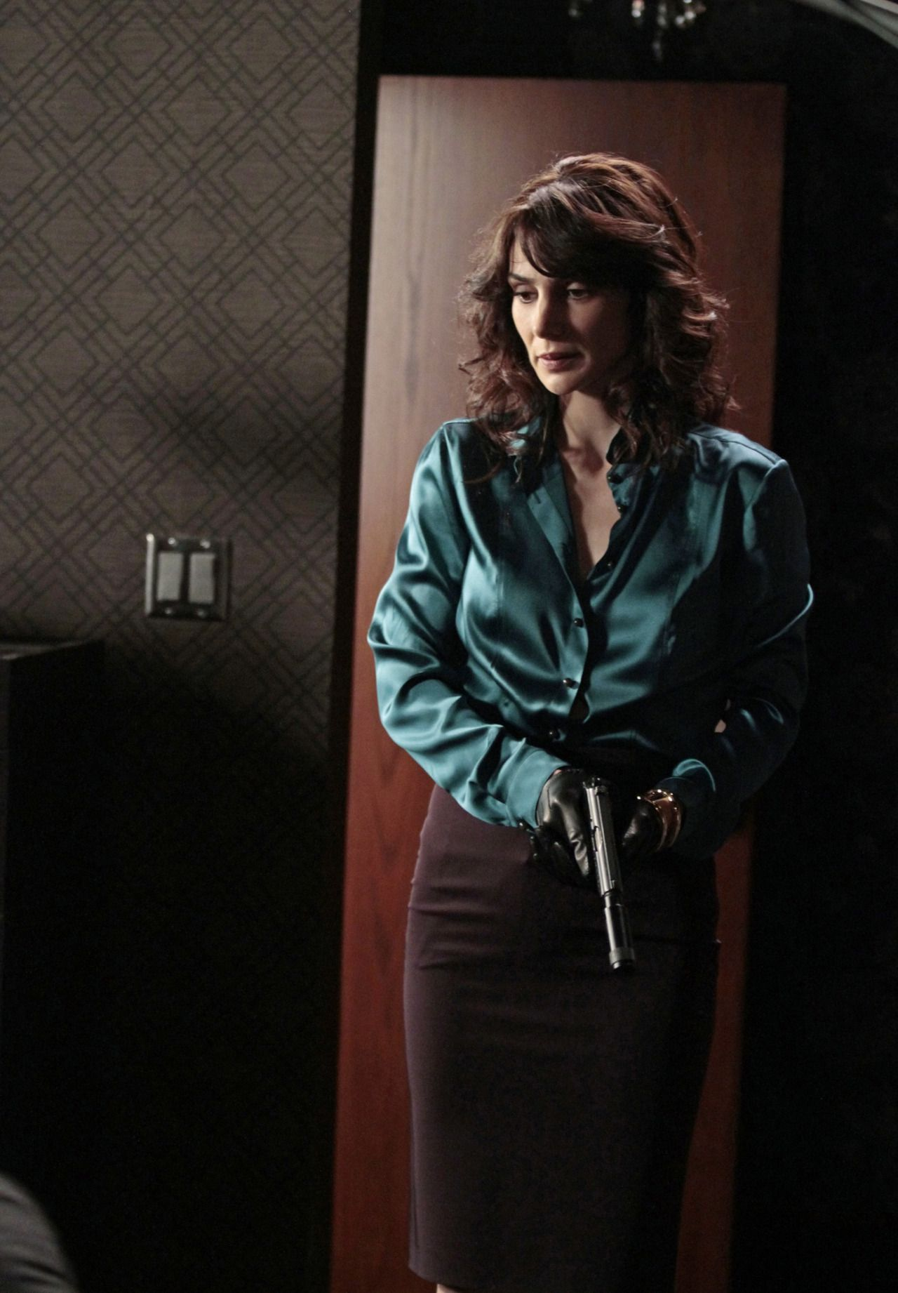 Womens leather gloves sydney - Person Of Interest Star Annie Parisse Wearing The Heavenly Combination Of A Satin Blouse And Leather