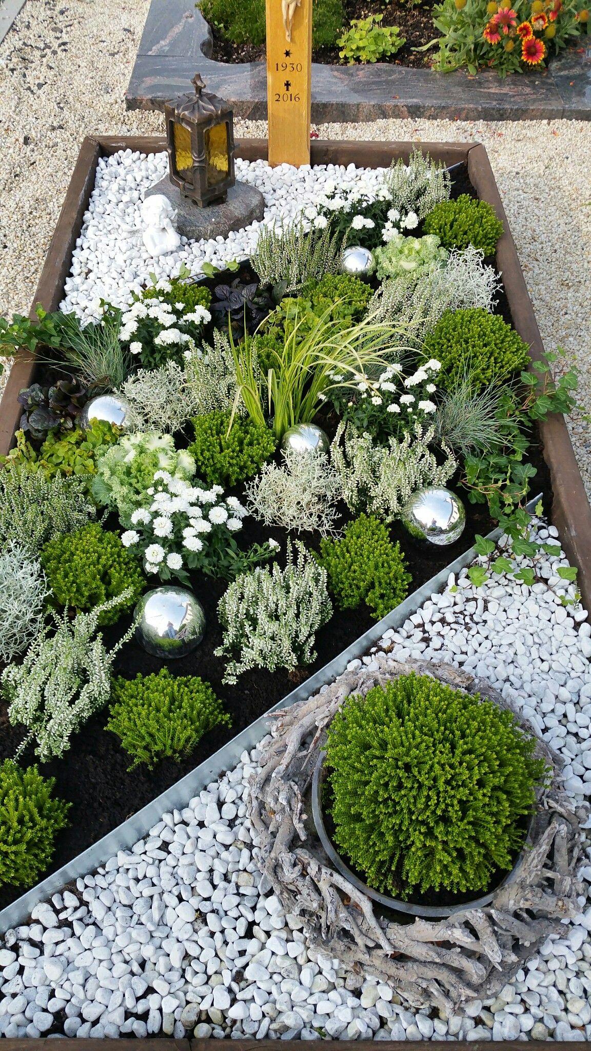 grabgestaltung im herbst mehr grabgestaltung mit steinen pinterest bepflanzung garten und. Black Bedroom Furniture Sets. Home Design Ideas