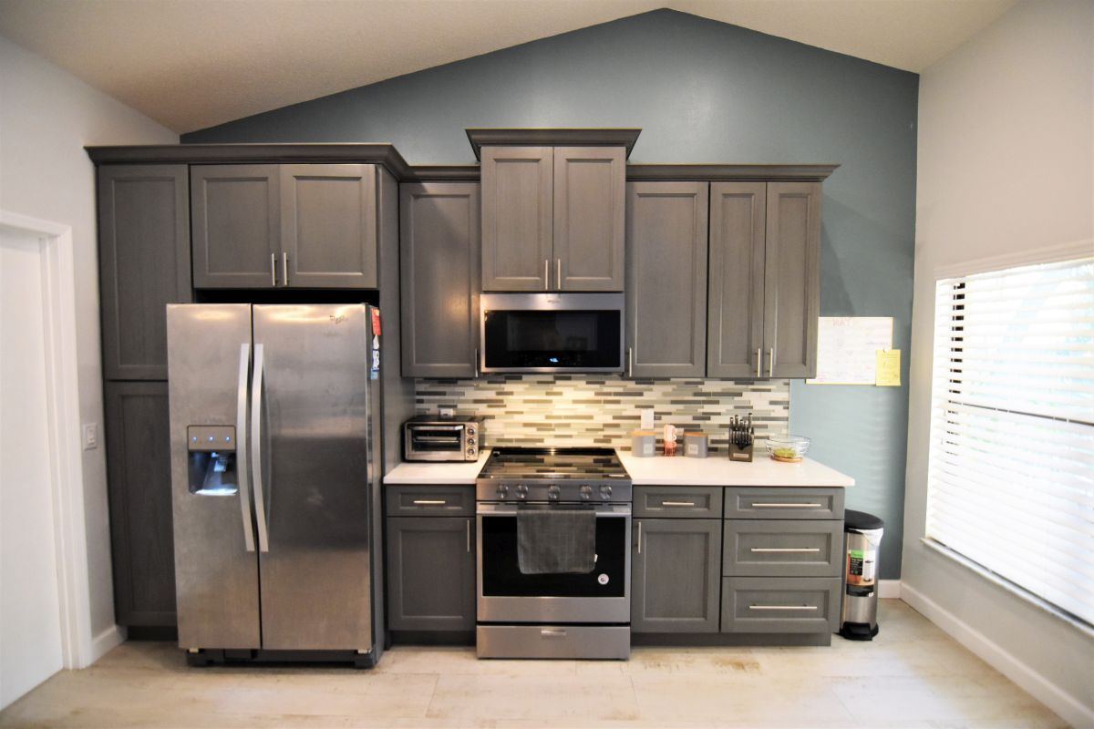 Best Crystal Nevada Quartz Countertops Midtown Grey Cabinets 640 x 480