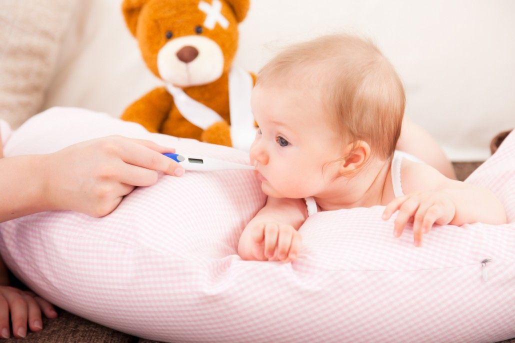 Temperatura Del Bebé Cómo Medir La Temperatura Y Saber Si Tiene Frio Calor O Fiebre Temperatura De Un Bebe Bebe Tengo Frío