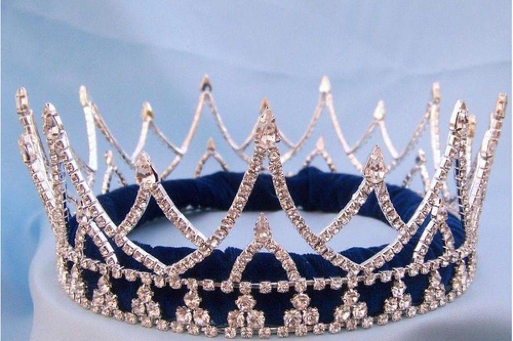 Princess Aesthetic Tumblr Film Descendants In 2019 Male Crown