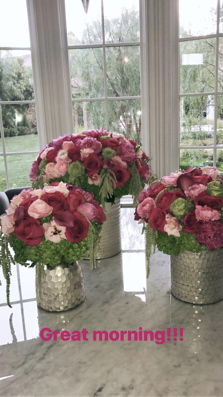 Kardashian Flowers Kourtney 2018 | Flowers, Table ...