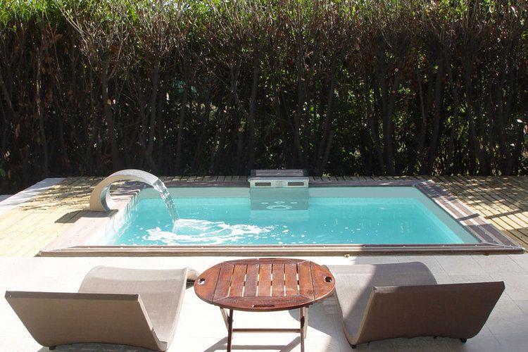 Une mini piscine pour un petit jardin  Piscines hors sol - amenagement autour piscine hors sol