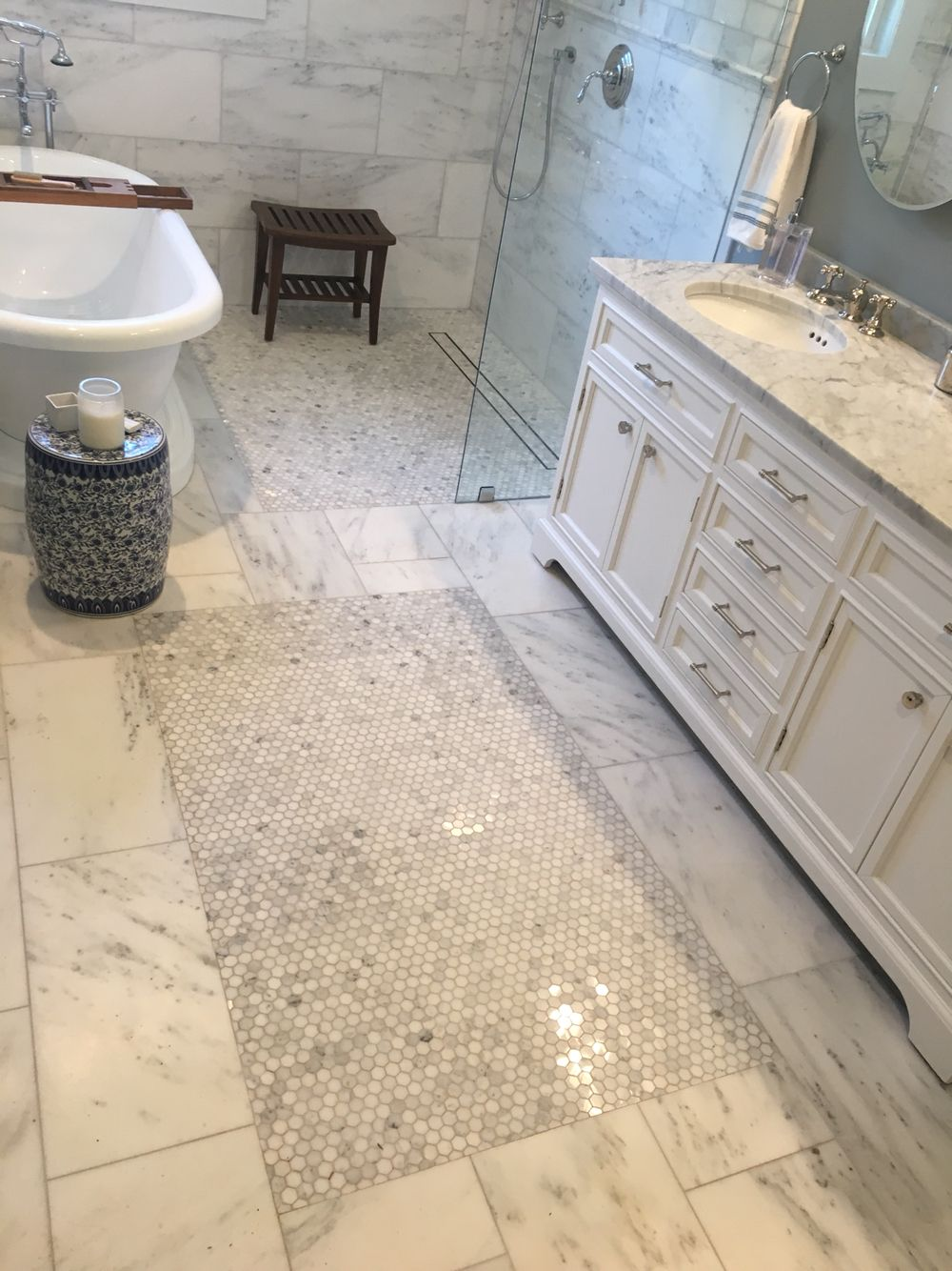 Mosaic rug pattern Curbless Zero entry shower http://imgtile.com ...
