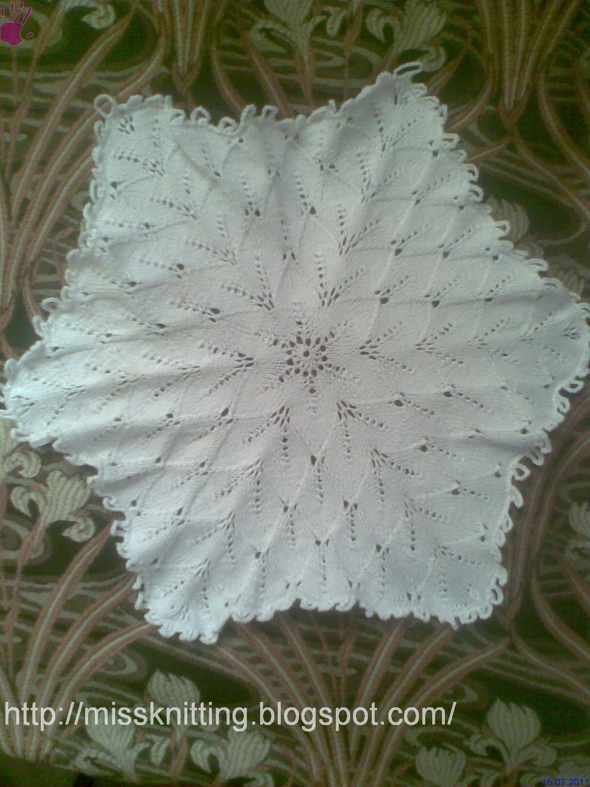 Miss Knitting: My second knitted doily