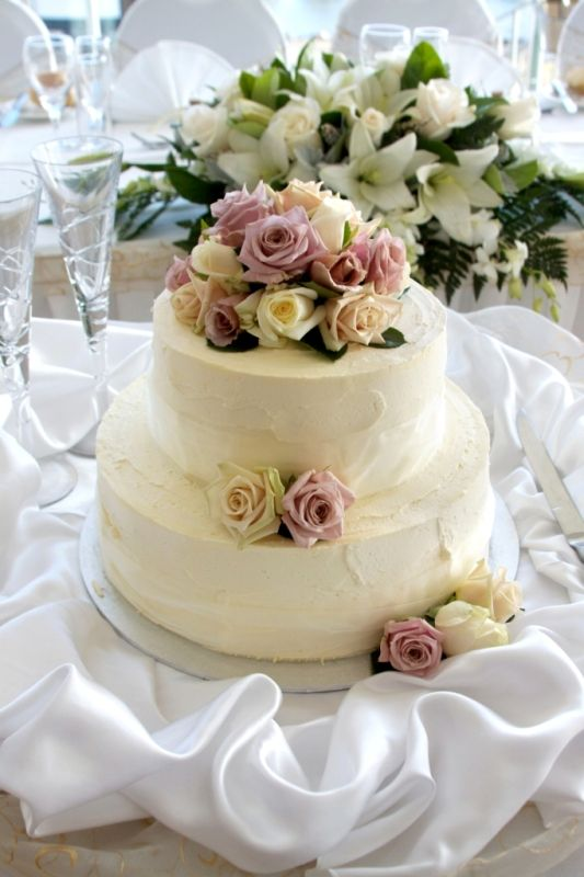 BCG85 Round 2 Tier Medium Wedding Cake Iced In A Soft Buttercream And Decorated With Fresh