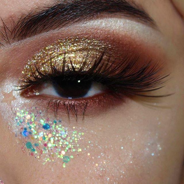 @rocioceja_ doing a beautiful neautral look using our Ocean Spirit glitter ✨✨