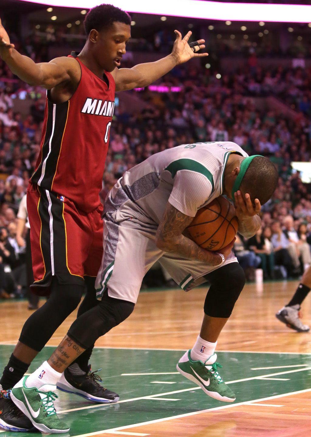 Isaiah Thomas em um iD Nike Kobe 11