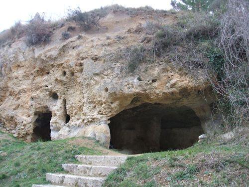 Os invitamos a pasear por el Eremitorio de Tartalés de Cilla. #historia #turismo  http://www.rutasconhistoria.es/loc/eremitorio-de-tartales-de-cilla