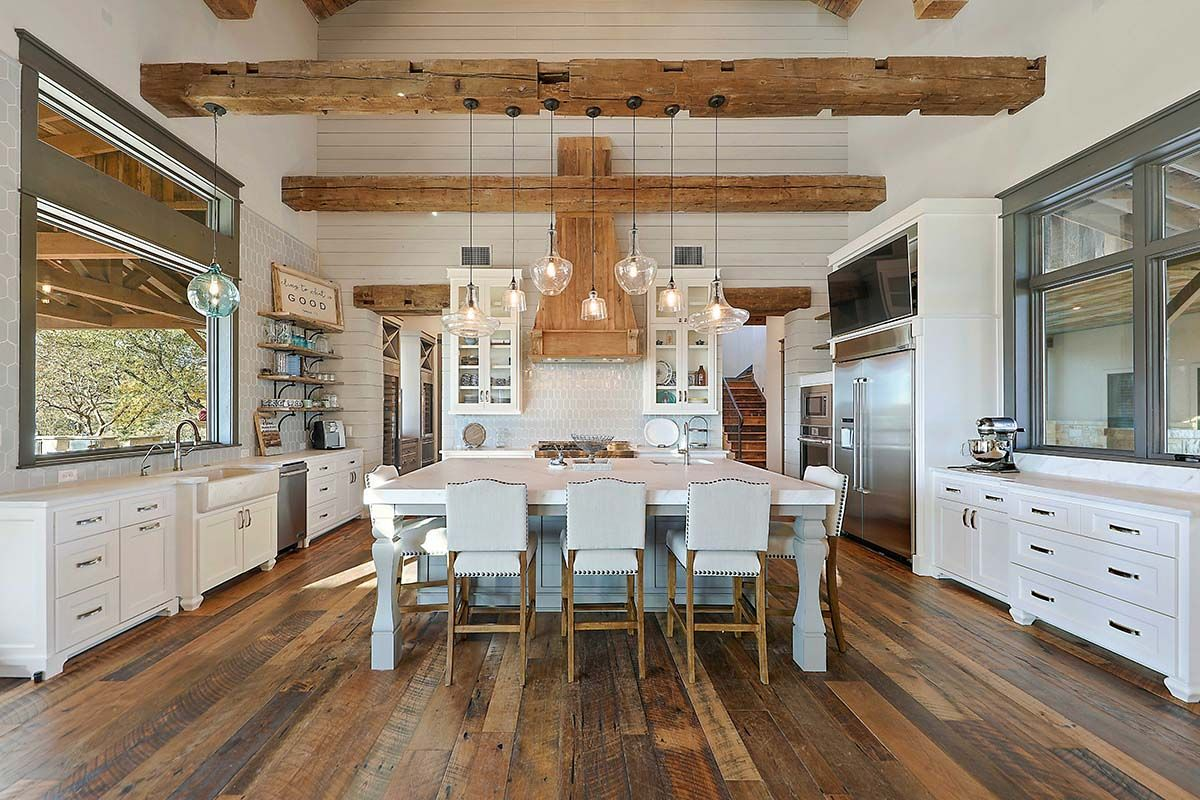 A Fresh Farmhouse Designed With Reclaimed Timbers In Texas Hill Country Interior Design Kitchen Country Kitchen Modern Farmhouse Kitchens