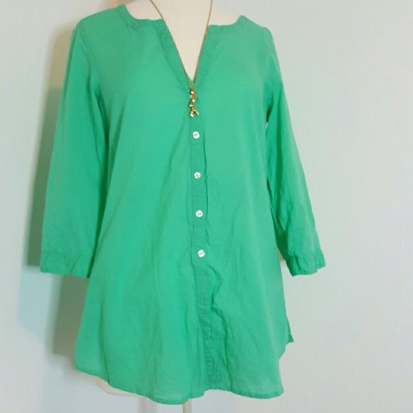 a45fdcc7e3  Aerie Mint green button down Buttons do not button all the way up or down just  5 in the middle. Relaxed fit bust oversized aerie Tops Button Down Shirts