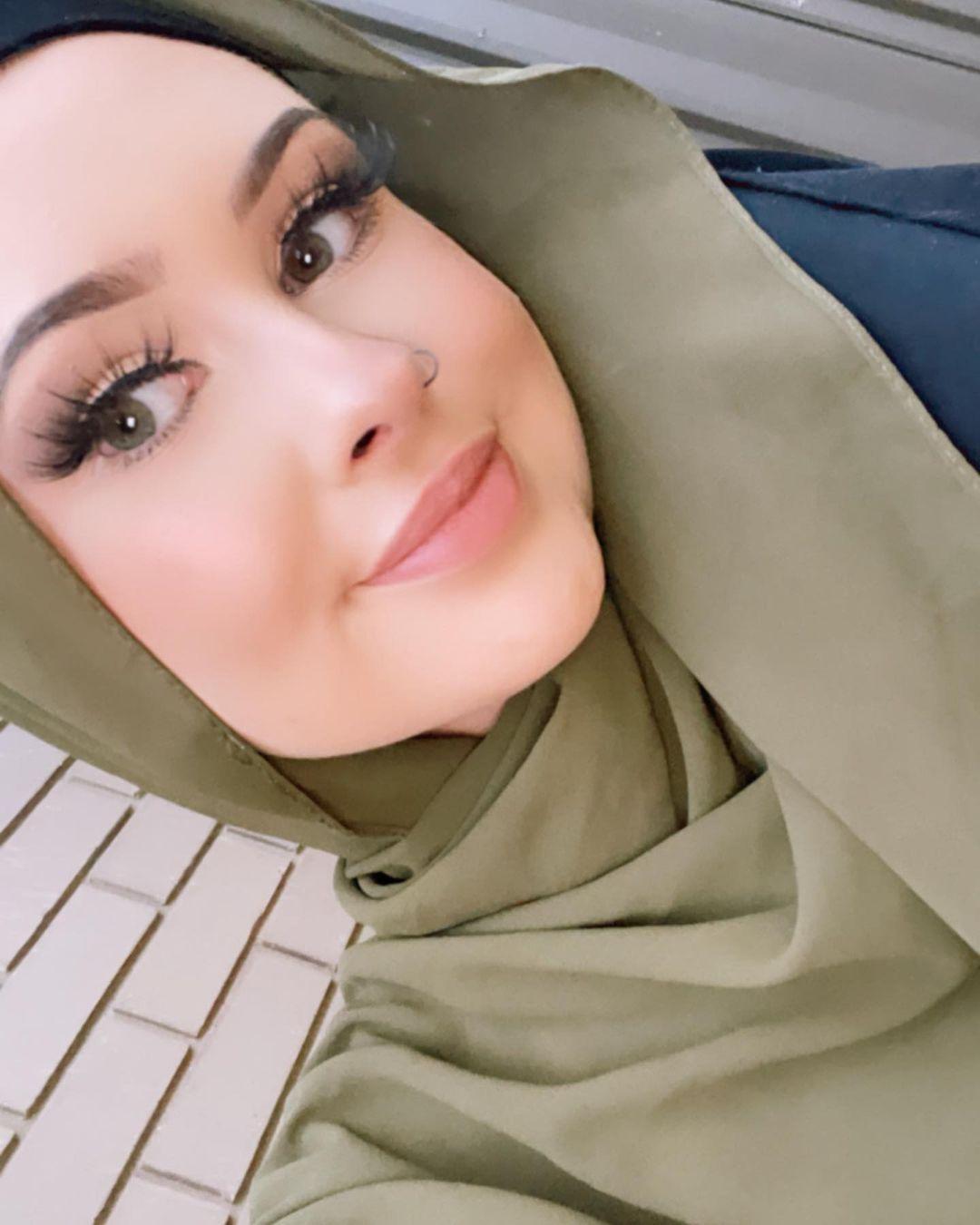 Zahra Ali | Aussie Teen | Revert Story | zoë kernaghan
