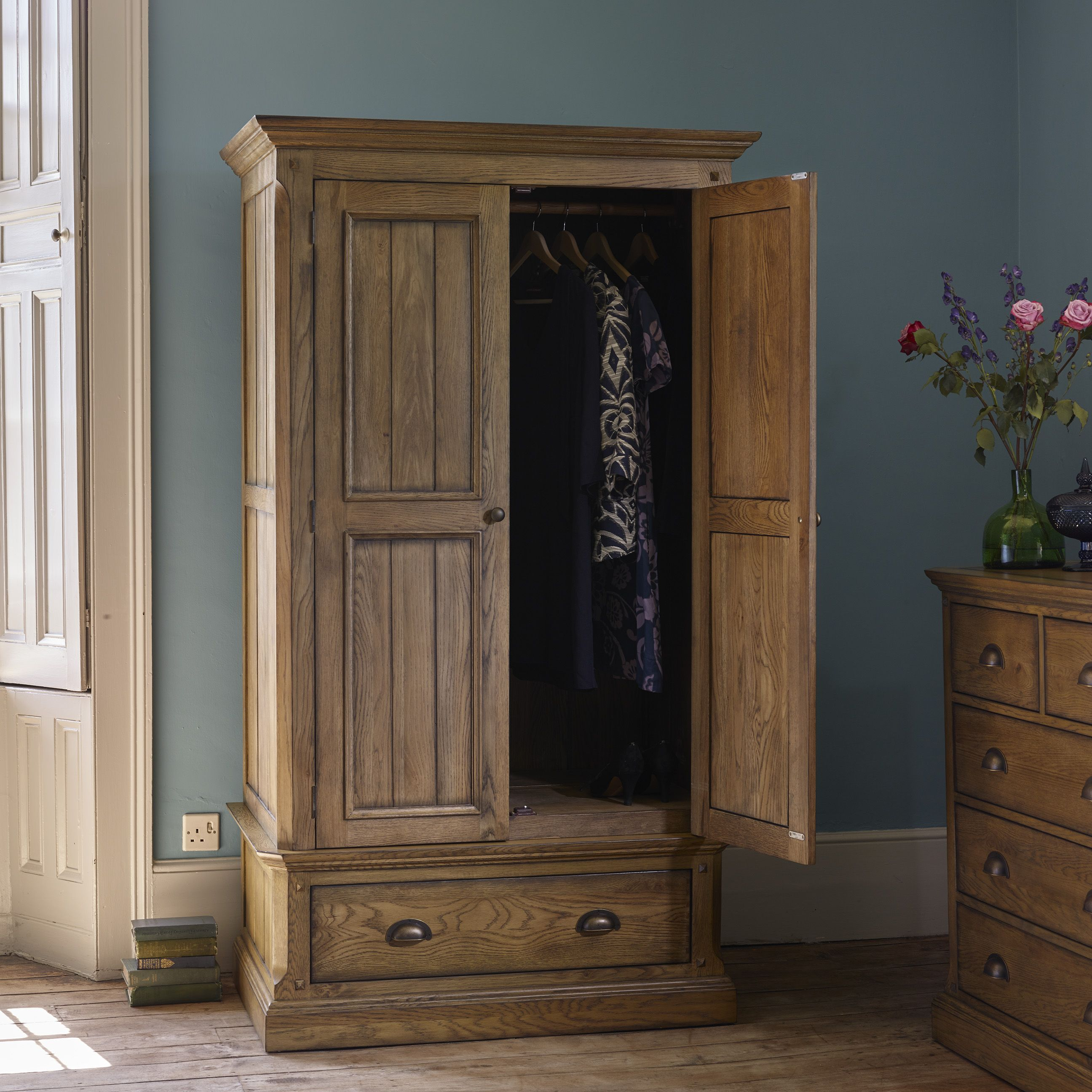 Delicieux If Youu0027re Looking For A Wardrobe With An Updated, Traditional Feel, Manor  House Could Be For You. The Range Has Its Roots In Antique English Country  ...