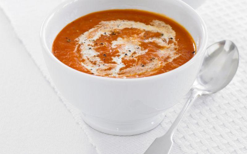 Tomaatti-chilikeitto - Tämä keitto vain paranee odottaessa. Seuraavana päivänä lämmitettynä keitto on herkullisimmillaan.