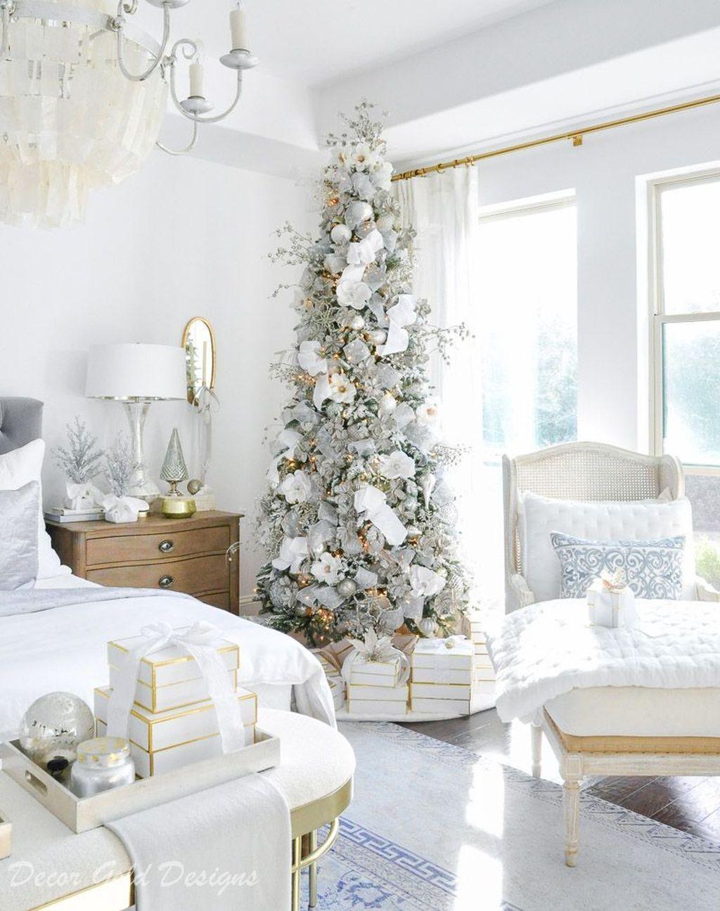 Lovely White Christmas Theme Bedroom Decoration Ideas