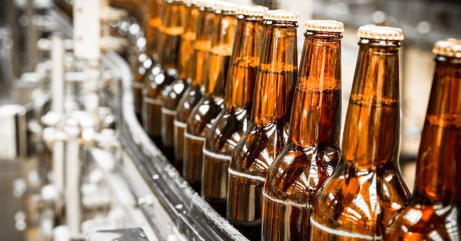 Birra: tracce di plastica, insetti e vetro in molti marchi famosi