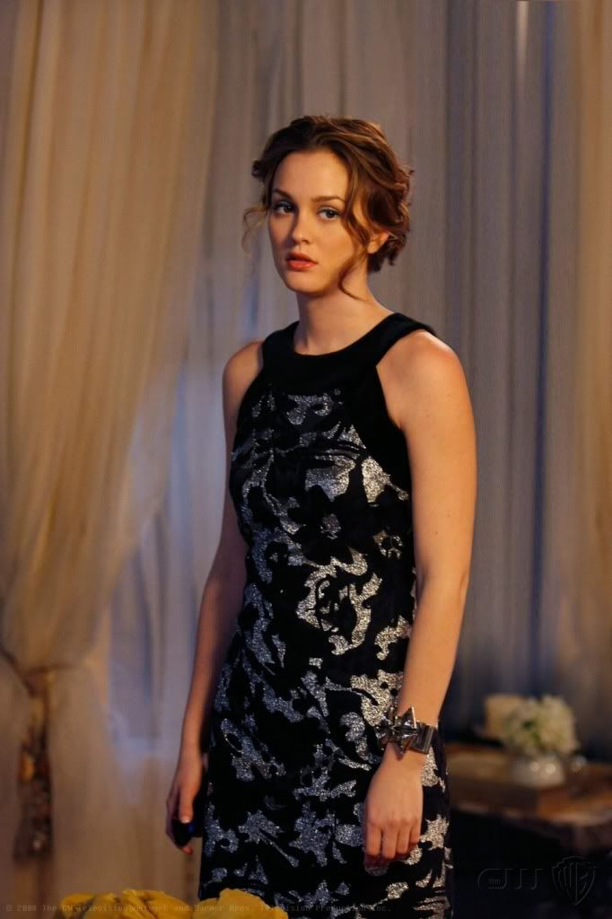 2x20 Very beautiful. Her hair and face ah! And the dress is a gorgeous metallic. I like the round sleeve cut, too. Milly dress.  Rachel Leigh cuff.