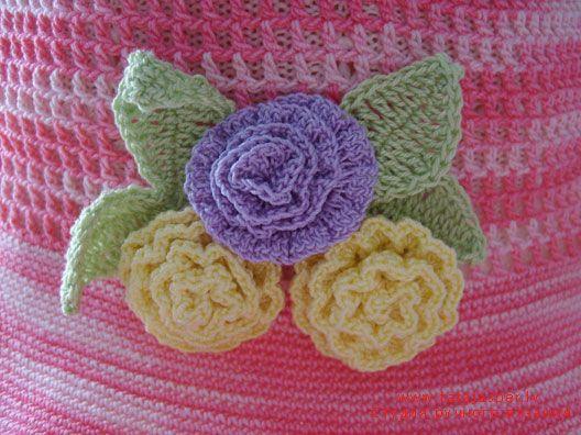 flowers DIY (crochet roses, leaves).   :)