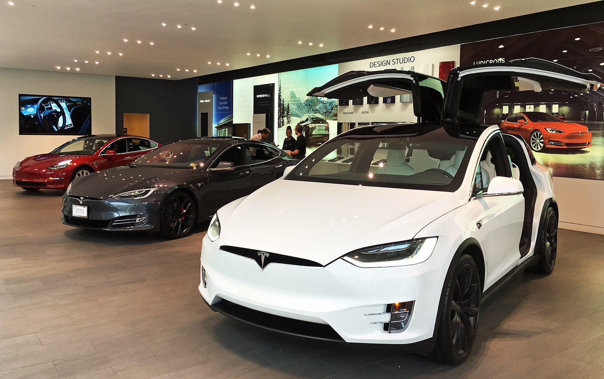 Tesla electric cars lineup DCA 08 2018 0282 Tesla, Inc