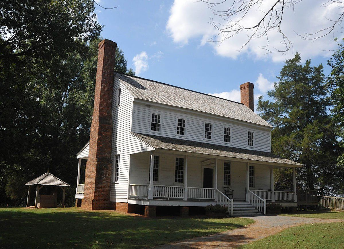 13 Homes From The Original Colonies That Still Stand Today Colonial House New England Homes Historic Homes