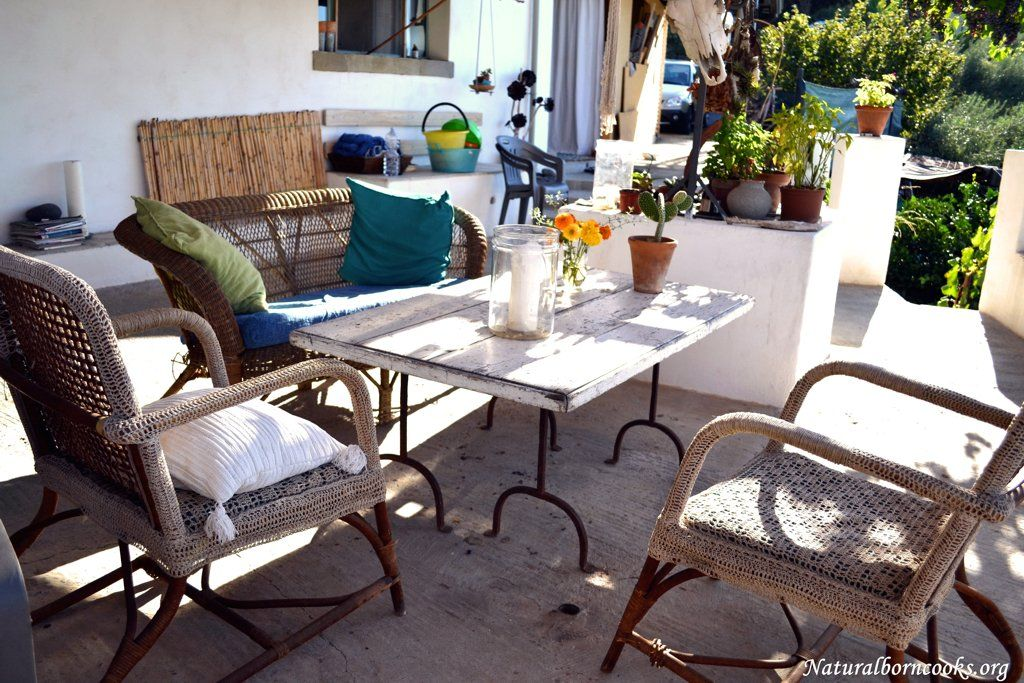 Living room in a beautiful countryside house in front of Etna volcano. Handmade crochet coverage for the armchair and entirely realised with recycled stuff table, the legs are old bed legs.  #etna #vulcano #sicilia #sicily