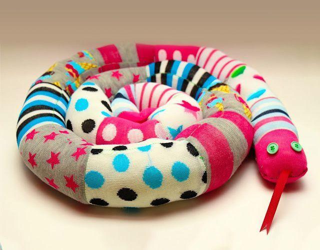 Cobra decorativa feita de meia