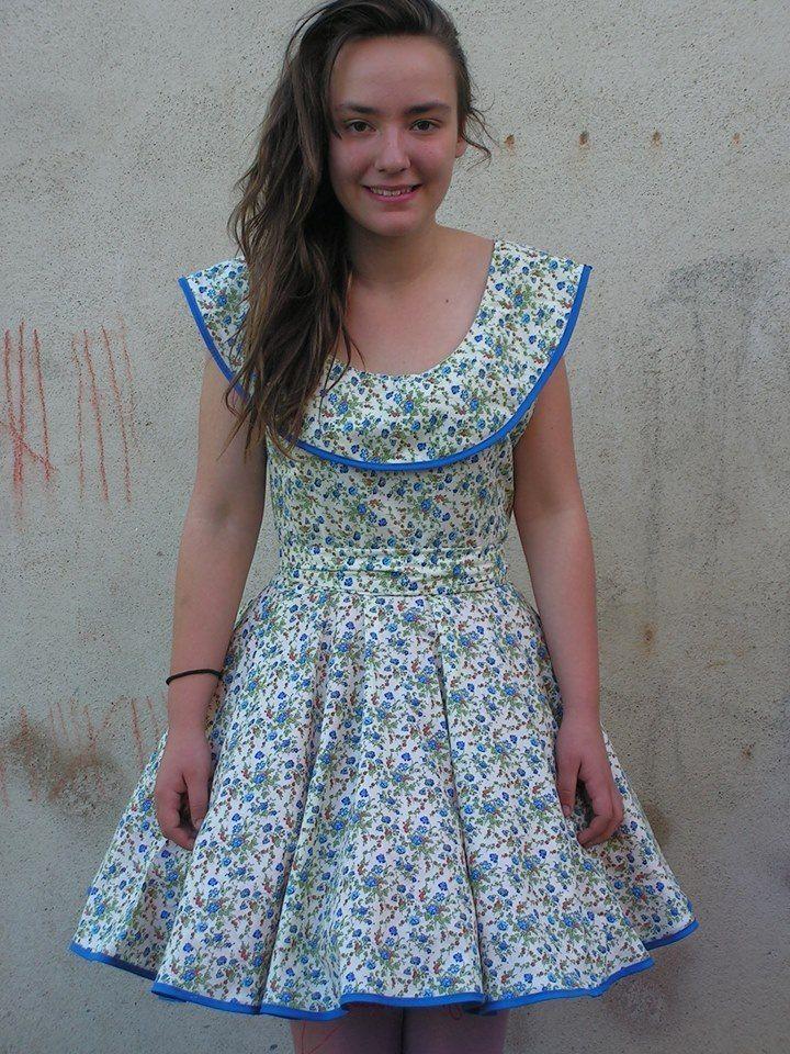 Bravo la r alisatrice de cette jolie robe volant et avec un beau col ce - Les tissus de saint pierre ...