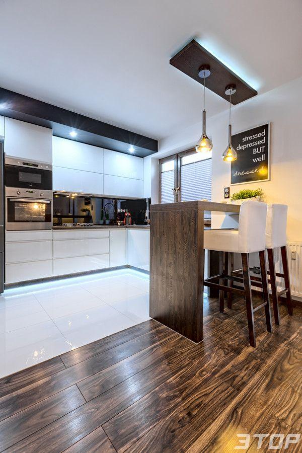 Zabudowa Kuchenna Wykonana Z Mdf Lakierowanego Na Wysoki Polysk Z Uchwytami Frezowanymi Typu Art Mebl Modern Kitchen Interiors Kitchen Interior Kitchen Design
