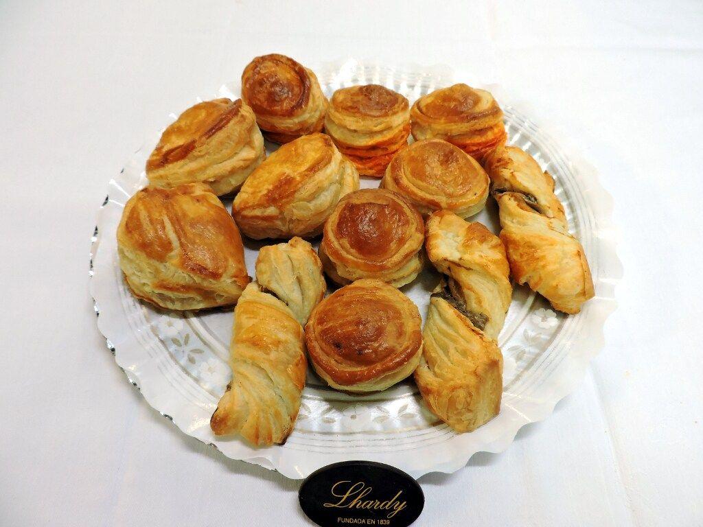 Bandeja de Hojaldres Surtidos de Restaurante Lhardy asociado a nuestra web www.catering.apanymantel.com y con entrega a domicilio en Madrid.