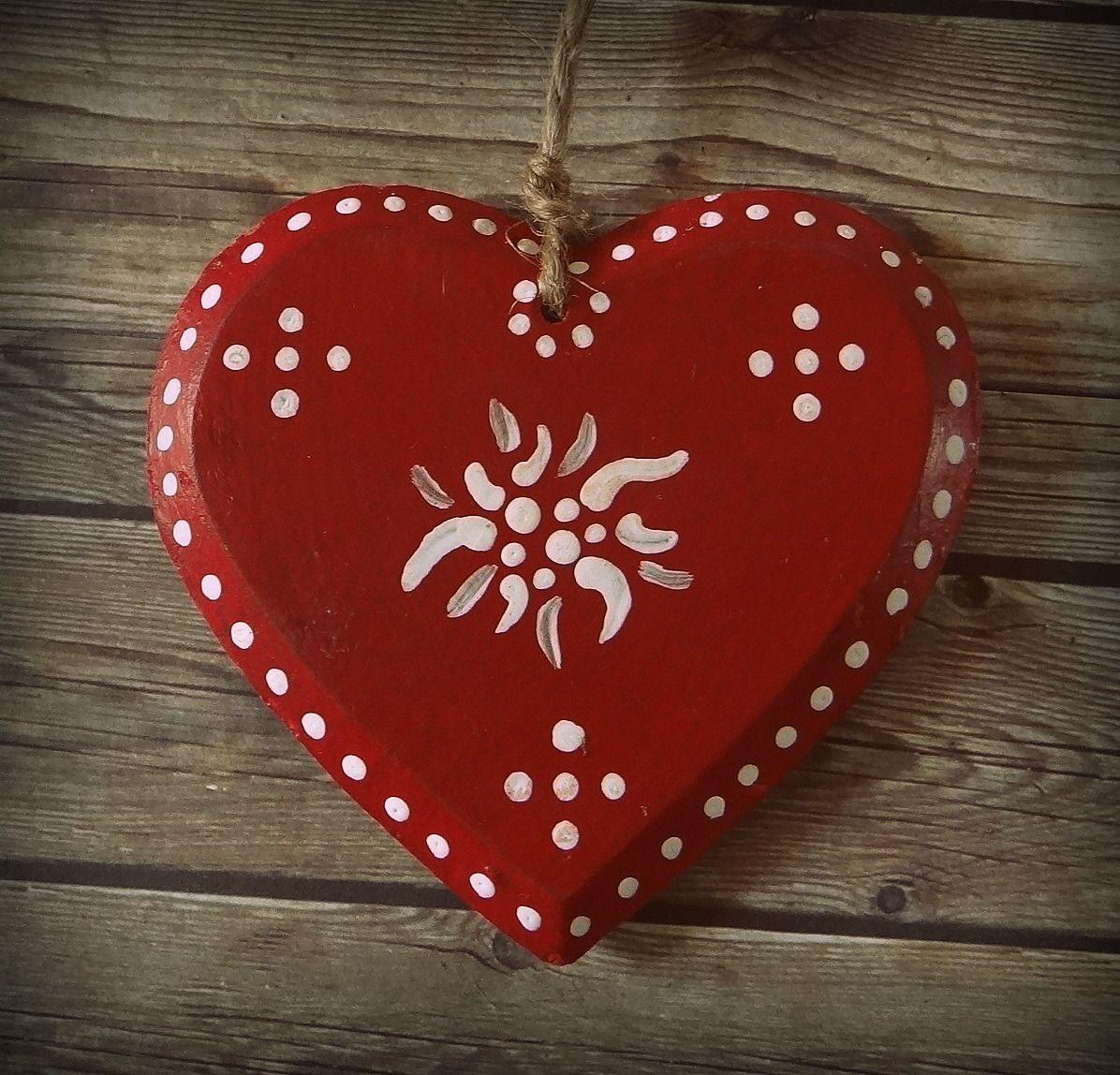 coeur en bois peint a la main esprit montagne noel accessoires de maison par l atelier de g. Black Bedroom Furniture Sets. Home Design Ideas