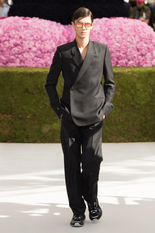 Dior Men Spring 2019 Menswear Fashion Show in 2019   Room 7 (F ... d6b6de9b3ae