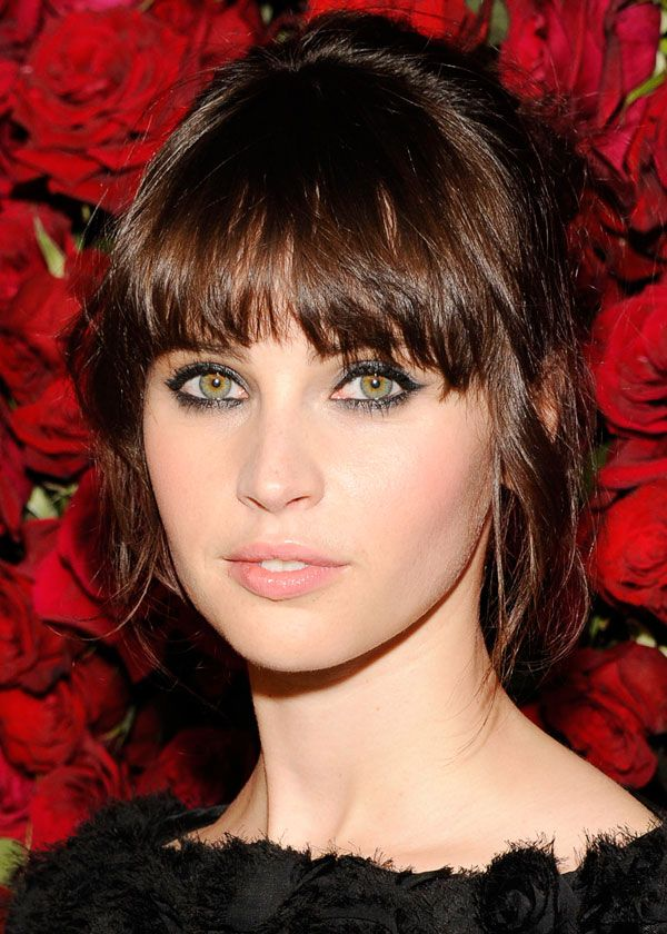 Felicity Jones, natural makeup, smokey eyes, cat eyes, soft pink lips and blush