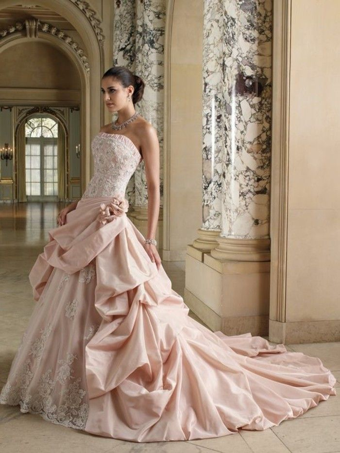 Rosa Brautkleid für einen glamourösen Hochzeits-Look | Wedding dress ...