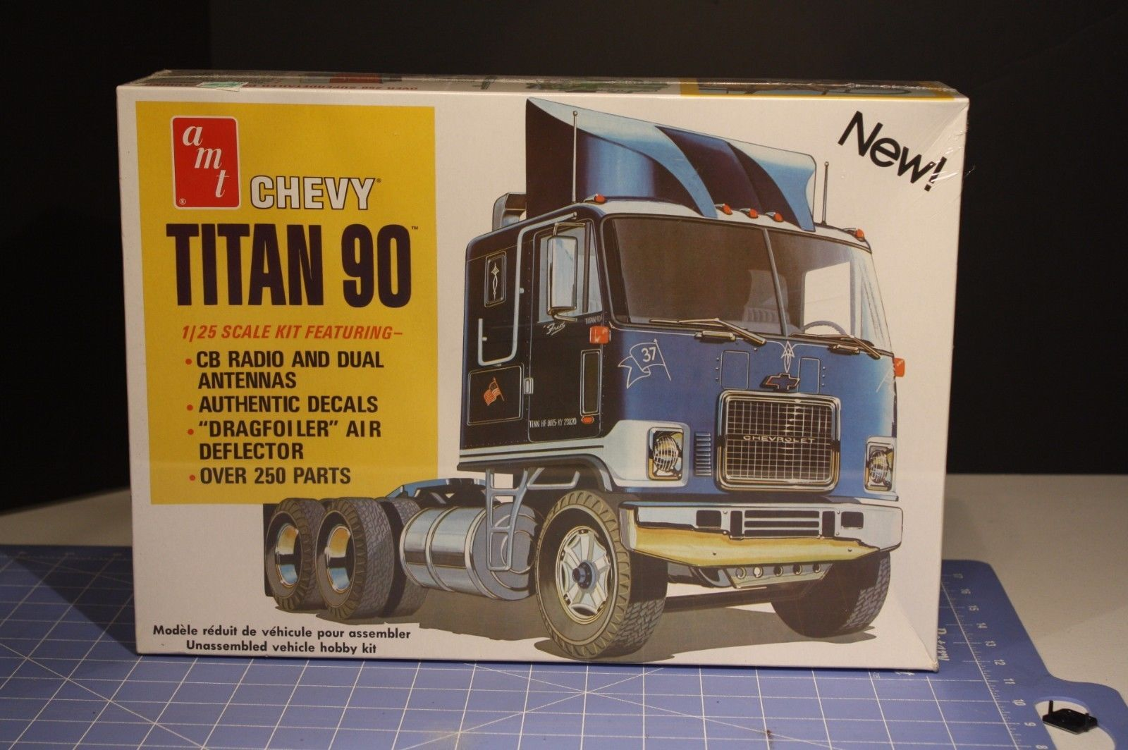 AMT CHEVROLET TITAN 90 TRUCK TRACTOR 1/25 Scale SEALED KIT
