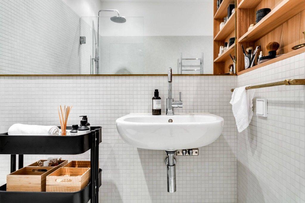 Reforma eliminando tabiques.   Cuarto de baño simple ...