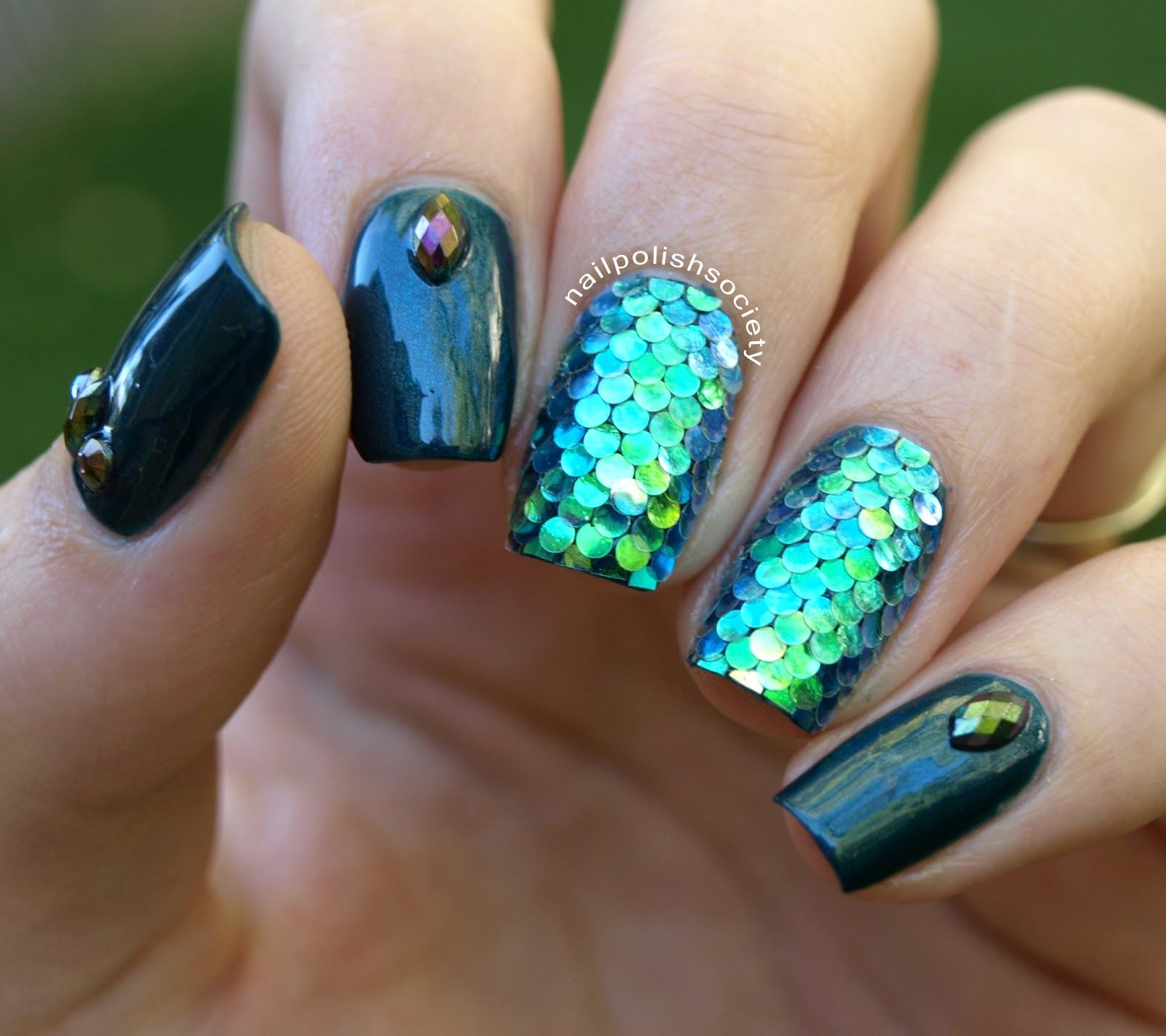 Nail Polish Society 31dc2017 Day 17 Mermaid Scales Glitter Placement