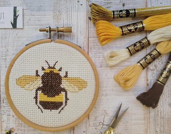 Bee cross stitch pattern, bee embroidery, mini cross stitch, sewing pattern, beginners cross stitch, #embroiderypatternsbeginner