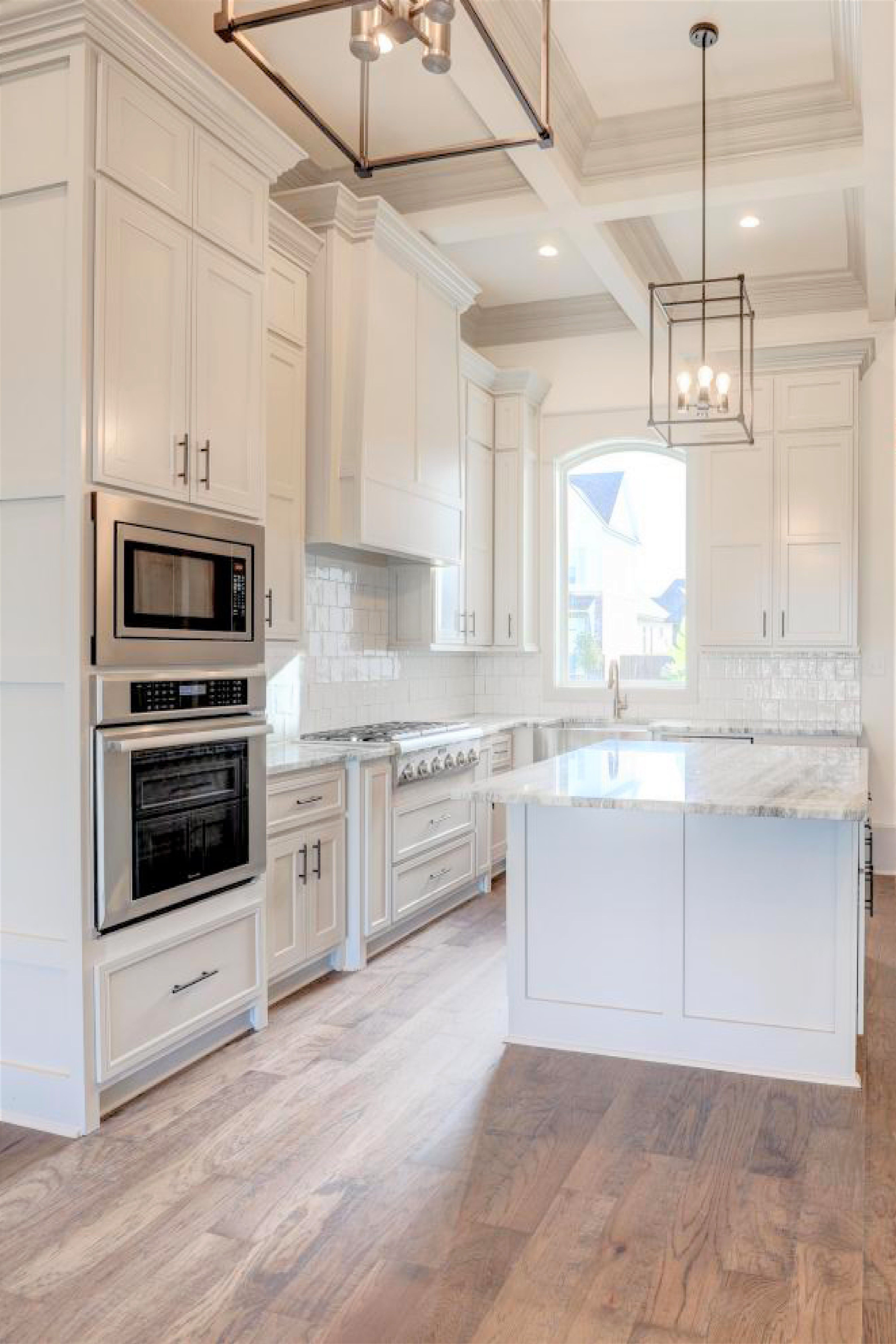 This Lafayette La Home Features A Stunning Kitchen With High Ceilings Custom Cabinets Stainless Steel Applia Kitchen With High Ceilings Kitchen High Ceiling