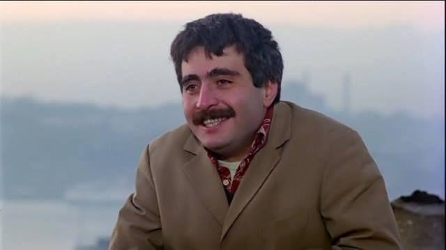Muhsin Bey, toplumsal yozlaşmanın doğrudan eleştirisini yapan 1987 yapımı bir Yavuz Turgul filmi. Başrollerinde Şener Şen ve Uğur Yücel'in yer aldığı hikâye, köyden İstanbul'a türkücü olma hayaliyle gelen Ali Nazik'in çaresizlik içerisinde Muhsin Bey'e sığınışını anlatıyor. Ali Nazik, içten içe...  #'Toplumsal, #Başarıyla, #Filminden, #İşleyen, #Muhsin, #Replik, #Unutulmaz, #Yozlaşmayı http://havari.co/toplumsal-yozlasmayi-basar