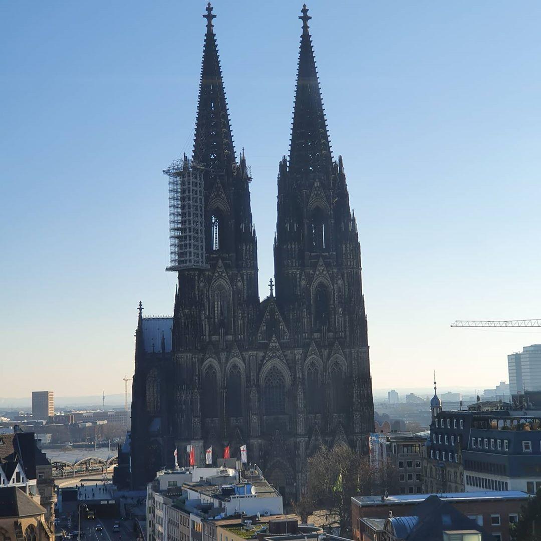 Bild Koln Hat Etwas Auf Instagram Gepostet Gute Nacht Koln Wir Wunschen Euch Ein Schones Wochenende Doch Bleibt Bitt In 2020 Cologne Cathedral Cathedral Landmarks
