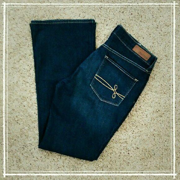 "Denizen Modern Boot Cut Jeans Medium-dark wash, slimming boot cut, slight wear on back bottom hem, in otherwise excellent condition.  Waist: 32"", rise: 9.5"", inseam: 30"" Levi's Jeans Boot Cut"